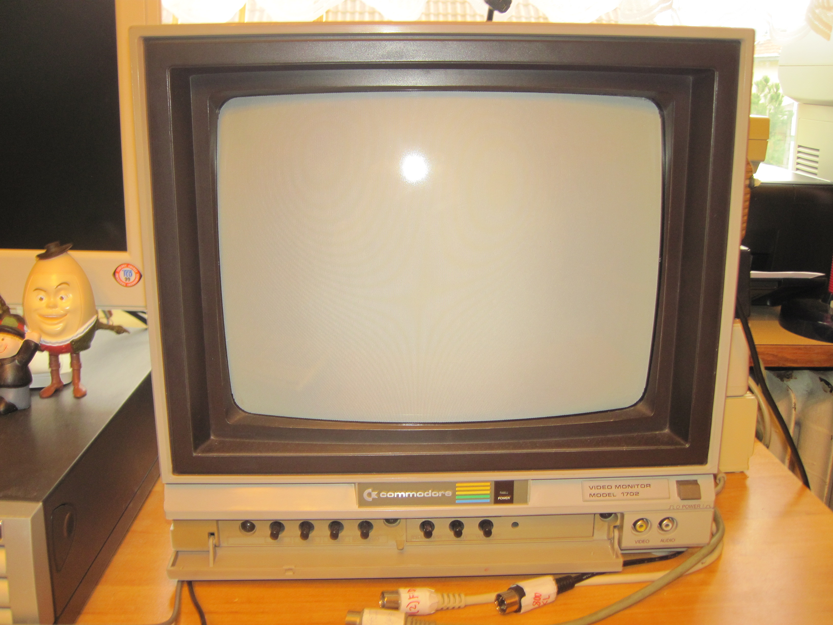 Commodore video monitor 1702 (PAL)